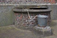 Een emmer gewijd water